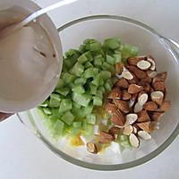 五分钟的营养能量早餐---鸡蛋三明治的做法图解3