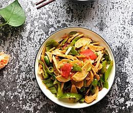 #秋天怎么吃#番茄青椒炒面筋的做法