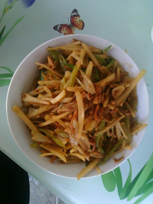 土豆炒芹菜的做法