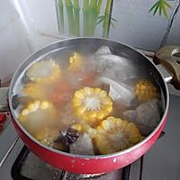 胡萝卜玉米排骨汤的做法图解9