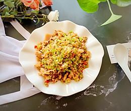 #快手又营养,我家的冬日必备菜品#好吃到舔盘的芹菜海鲜渣的做法
