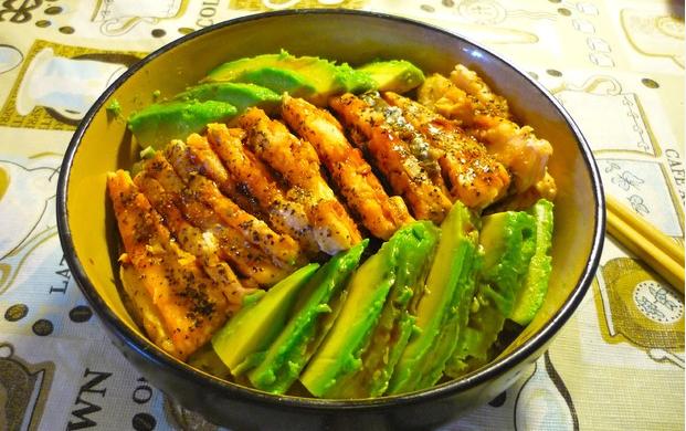 三文鱼牛油果饭