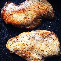 香煎滑嫩鸡胸肉-复刻健身厨男的做法图解3