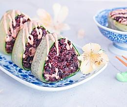 金枪鱼紫米饭团的做法