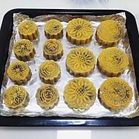 广式豆沙蛋黄月饼的做法图解18