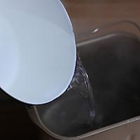 【淡奶油面包机一键吐司】——冬日玩转面包机的葵花宝典的做法图解3