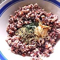 用平底锅做【杂粮三文鱼烤饭团】美味健身餐的做法图解6