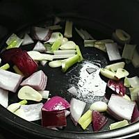 韩式火锅好吃的秘诀——泡菜肥牛锅的做法图解3