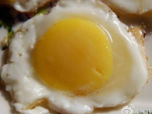一个鸡蛋煎出七个小鸡蛋的做法