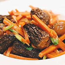 #餐桌上的春日限定#鱼浆羊肚菌烩胡萝卜