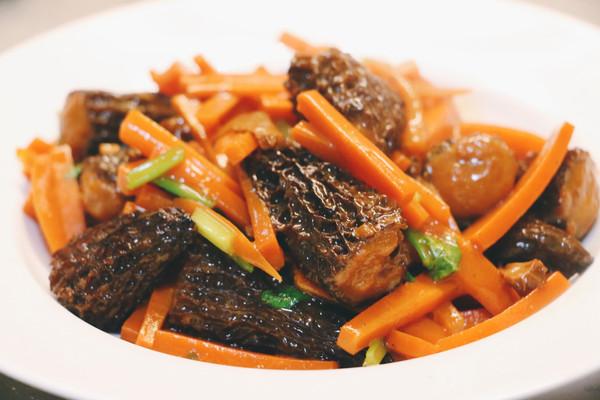 鱼浆羊肚菌烩胡萝卜