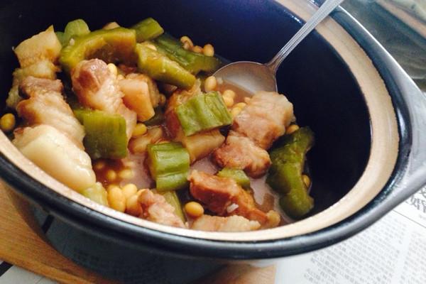 苦瓜黄豆焖腩肉的做法