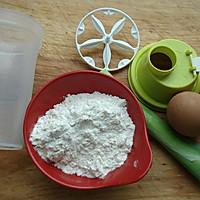 十分钟打造健康早餐鸡蛋饼#特百惠理家课堂#的做法图解1