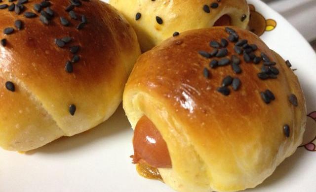 小热狗面包卷