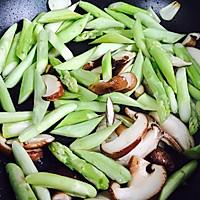 #一人一道拿手菜#芦笋炒蘑菇的做法图解7