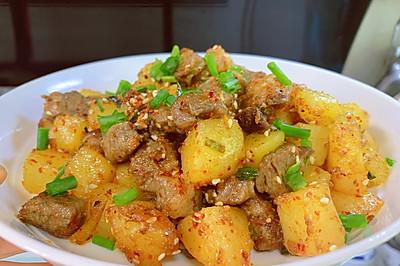 高端食材也可以接地气~孜然土豆牛肉粒