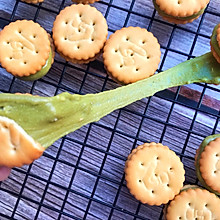#带着美食去踏青#超长拉丝的纽扣牛扎饼干