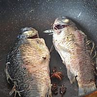 初秋养生汤——鲫鱼豆腐汤的做法图解3