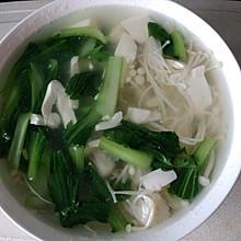 青菜金针菇豆腐汤