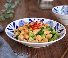 青瓜炒鸡丁的做法