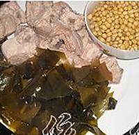 黄豆海带排骨汤的做法图解1