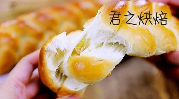 编辫子这种事儿,应该难不倒你们吧?   不一般的水果辫子面包的做法