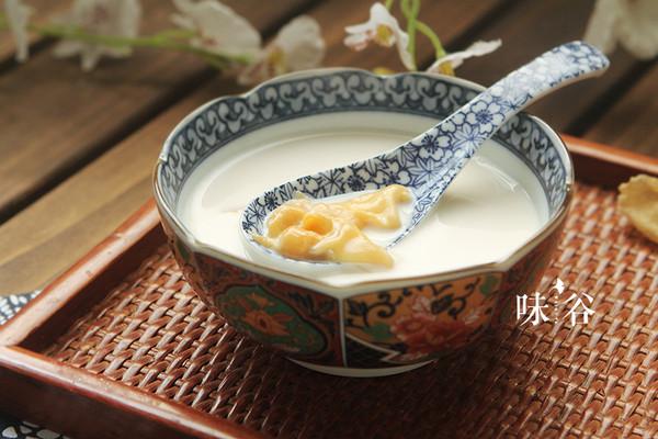 美白润肤的牛奶炖花胶 | 味谷的做法