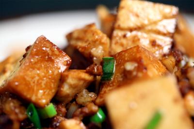 经典家常菜肉末豆腐煲,滑嫩入味超下饭,没胃口也能吃下一碗饭