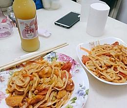 西红柿鱼丸青菜炒面的做法