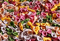 宝宝辅食:手工蝴蝶面、卡通面、碎面条的做法