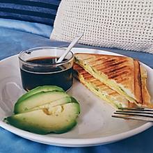 简单早餐快手牛油果鸡蛋三明治机版