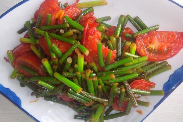 蒜薹炒西红柿的做法