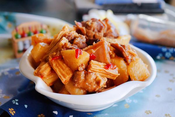 腐竹炖鸭肉的做法