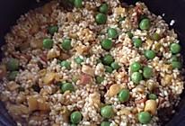腊肉竹笋豌豆闷糯米饭的做法