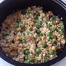 腊肉竹笋豌豆闷糯米饭