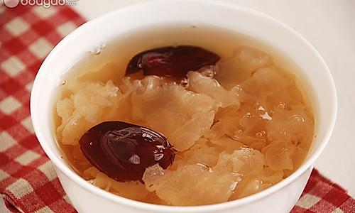 皂角米红枣银耳羹的做法