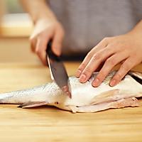 迷迭香:清蒸鲈鱼的做法图解2