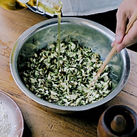 奶奶做的蒸槐花,对我来说是人间的无上美味。的做法图解5