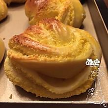 花式奶香椰蓉面包
