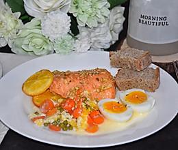 #换着花样吃早餐#烤三文鱼牛奶芝士时蔬早餐的做法