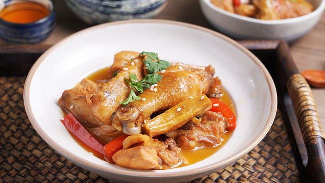 豆制品和鸡肉组cp,这美味谁能不爱?——腐竹炖鸡的做法