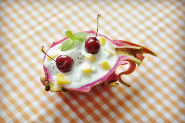 创意火龙果酸奶沙拉船,深夜食堂减肥食谱的做法