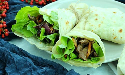 嫩牛肉卷饼&嫩牛五方#利仁电饼铛,烙烤不翻锅#的做法