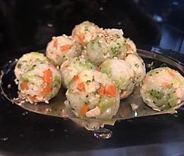 一口一颗的三文鱼小饭团的做法