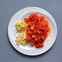 鲜美开胃: 风味西红柿杂菇汤的做法图解4