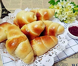 娃和大人的活力早餐吃点啥?香气扑鼻的黄油面包卷!的做法