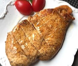 香煎滑嫩鸡胸肉-复刻健身厨男的做法