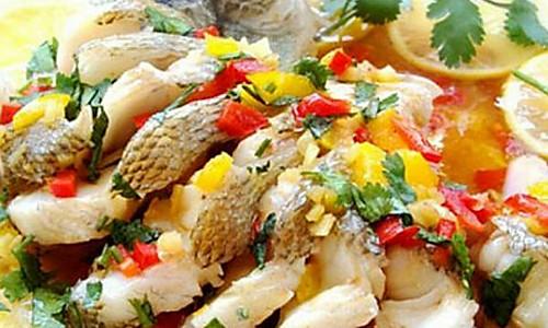 柠香彩椒鲈鱼的做法