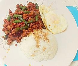 泰国九层塔碎肉炒长豆的做法