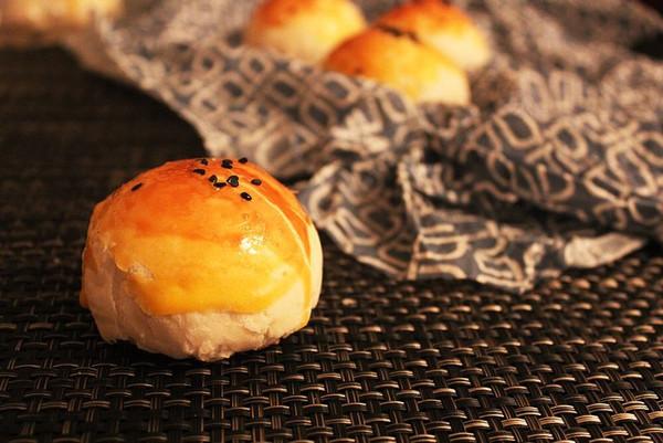 蛋黄酥-酥酥酥到掉渣的美味的做法
